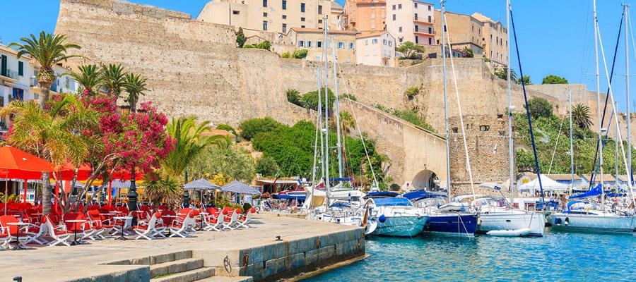 Vacances en Corse, les lieux à visiter absolument !